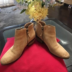 Vince Camuto suede ankle boots sz 9